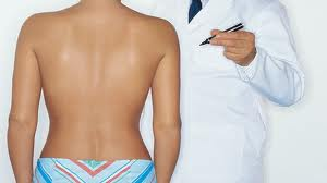 mellfelvarras implantatummal